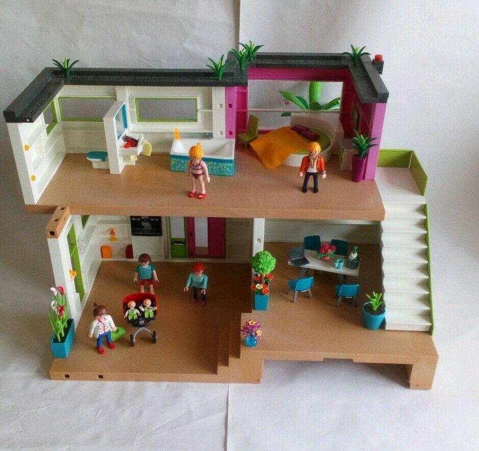 Maison moderne playmobil- toute la famille vive dans la maison.