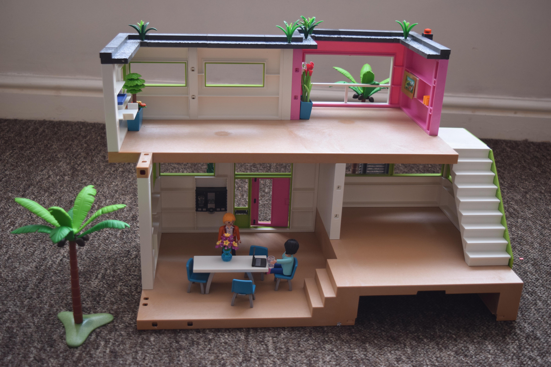 Maison moderne playmobil- la maison vide attendant ses propriétaires nouveaux.