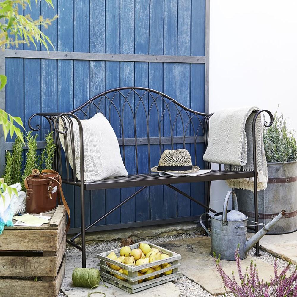 Le choix du design du mobilier de jardin dépend de l'espace libre dont vous disposez.
