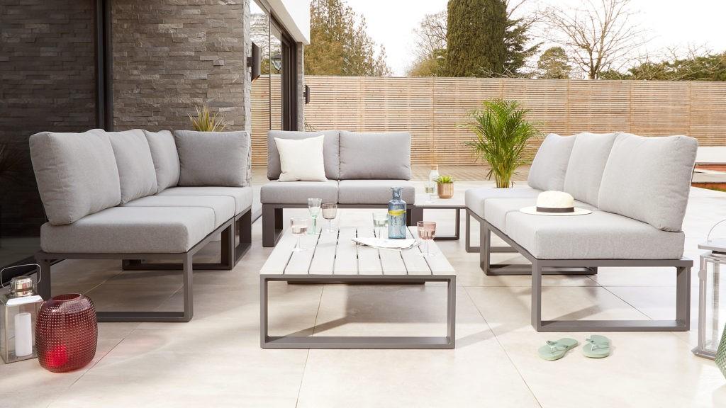 Le nombre et le type de canapés de jardin disponibles sur le marché ont augmenté ces dernières années, vous avez donc un large choix.