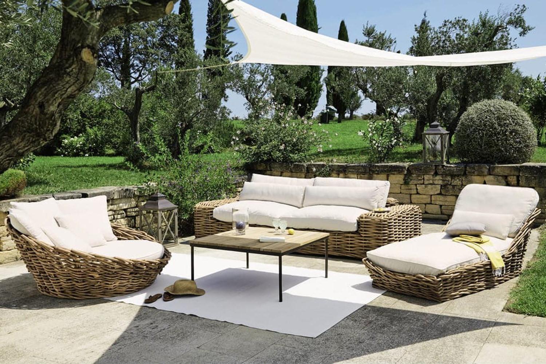 Vous pouvez trouver des meubles de jardin similaires chez Leclerc.