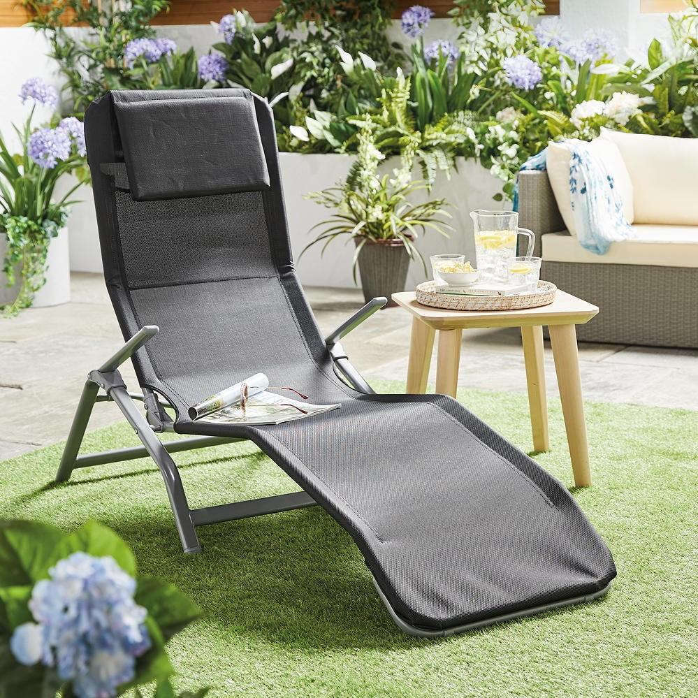 Autre exemple de chaise longue confortable et peu chère.