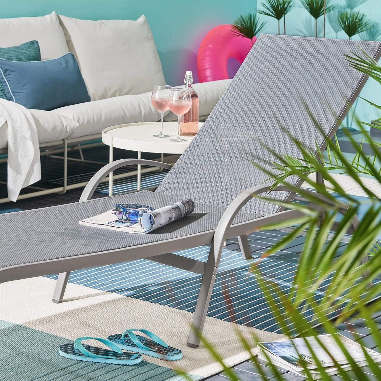 Bien sûr, vous pouvez choisir un modèle plus simple. L'avantage, c'est que ce type de mobilier de jardin n'est pas cher.