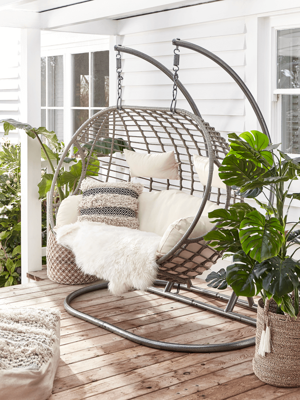 Vous cherchez quelque chose de plus luxueux? Ce fauteuil suspendu est la réponse.
