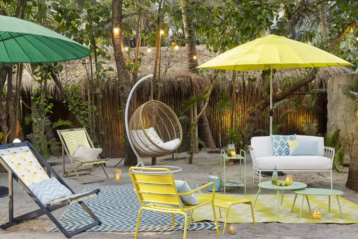 N'oubliez pas les parasols, ils sont essentiels pour votre jardin.