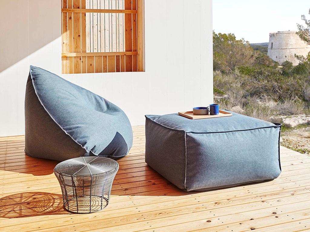 Souhaitez-vous créer un salon de jardin moderne? Achetez un ensemble de poufs, ils sont parfaits pour se détendre avec des amis.
