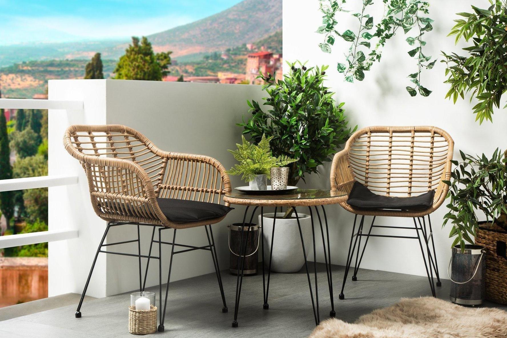 Le mobilier est l'accent principal ici, mais les plantes et les bougies créent cette atmosphère particulière.