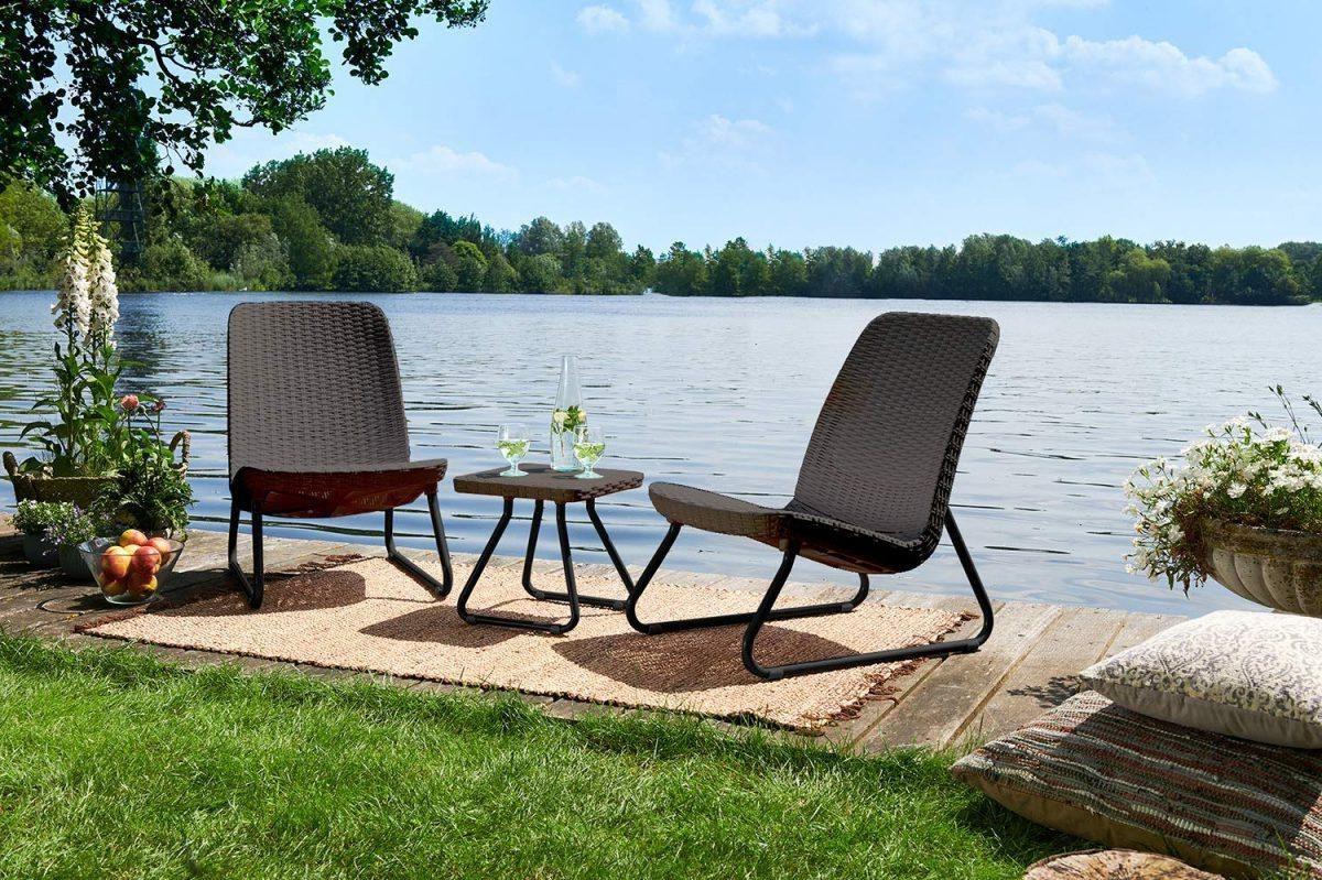 Pas un fan de couleurs vives? Pas de problème, il y a beaucoup de meubles de jardin en noir, marron et beige.