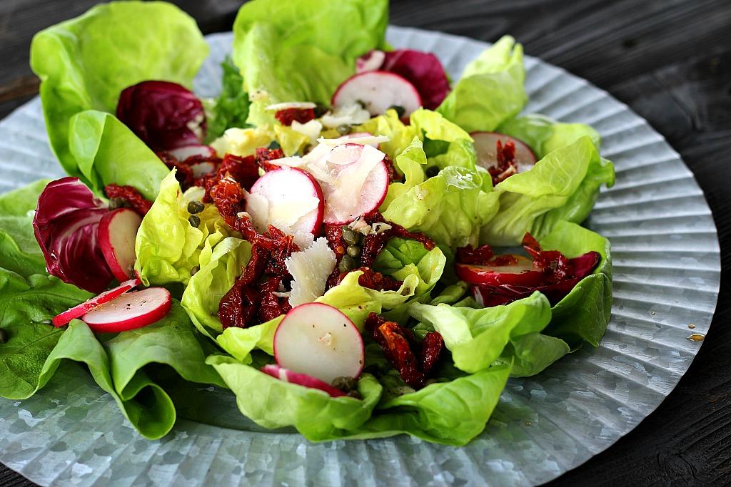 Les radis sont un autre complément délicieux à votre laitue.