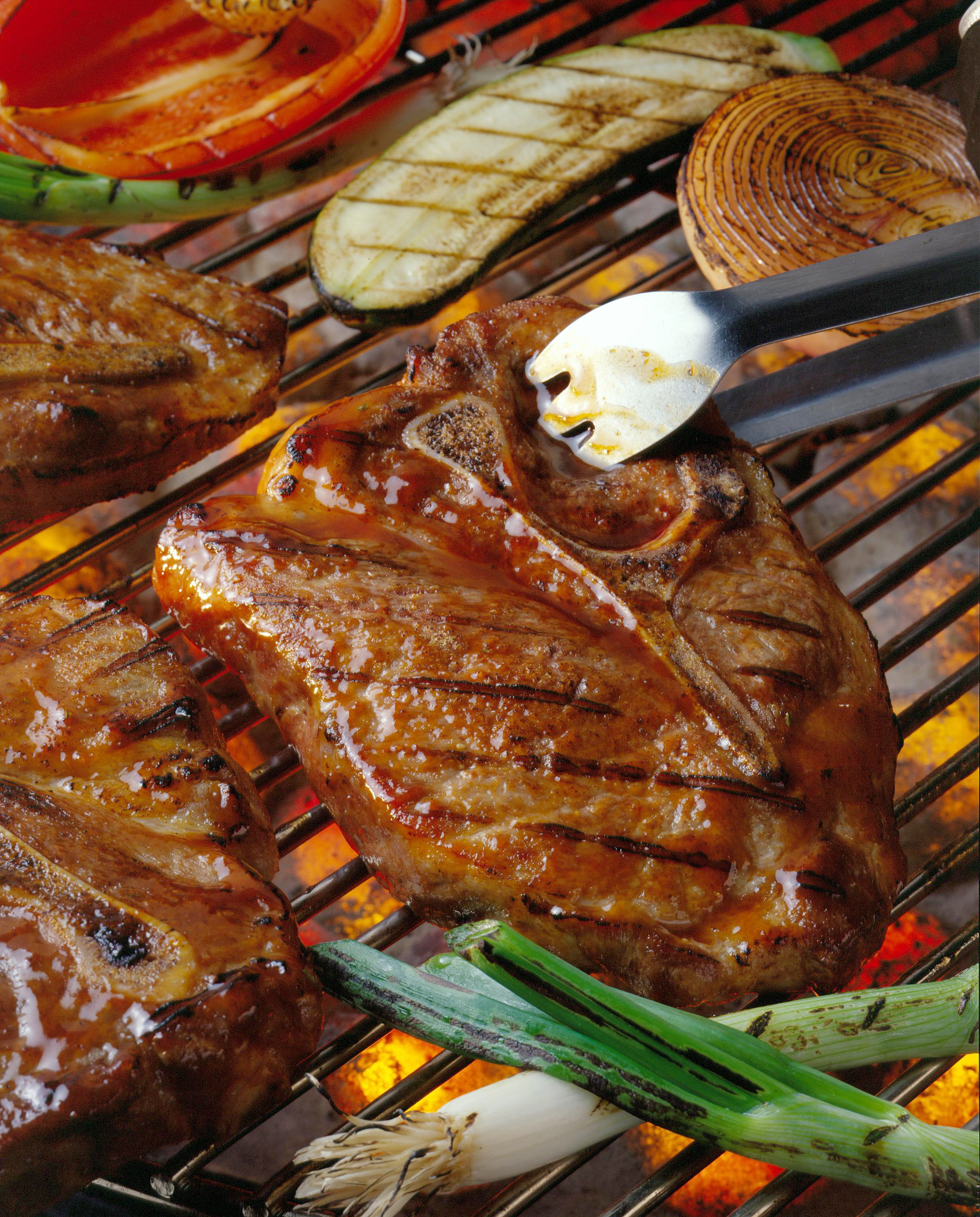 Si vous vous ennuyez de la viande grillée, utilisez le four. Mettez-le à feu doux et après 2-3 heures, vous aurez la meilleure côtelette que vous ayez essayée!