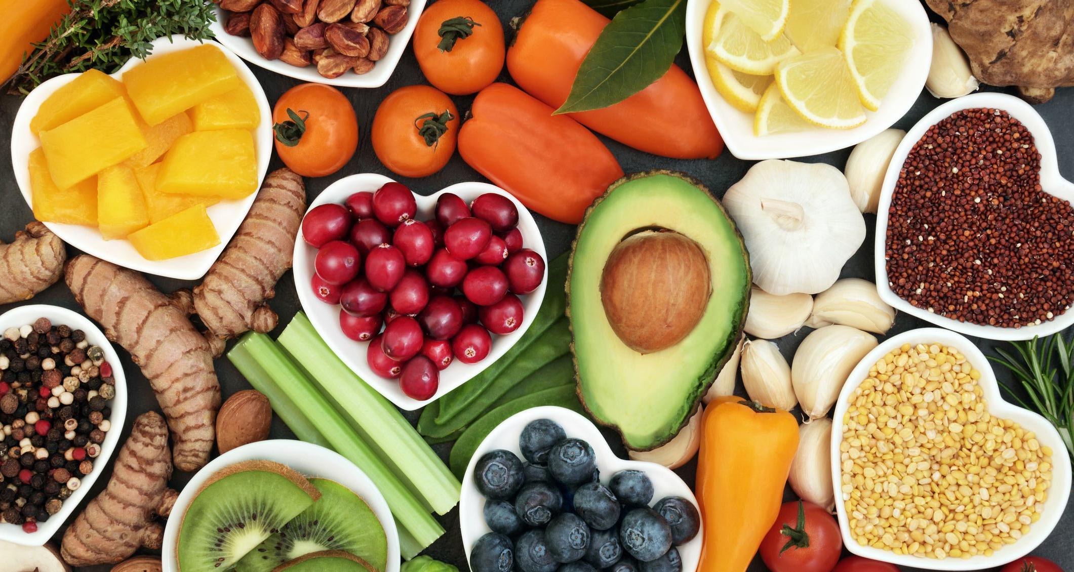 Bien sûr, vous ne mangerez pas seulement de la viande - les fruits et légumes sont également autorisés.