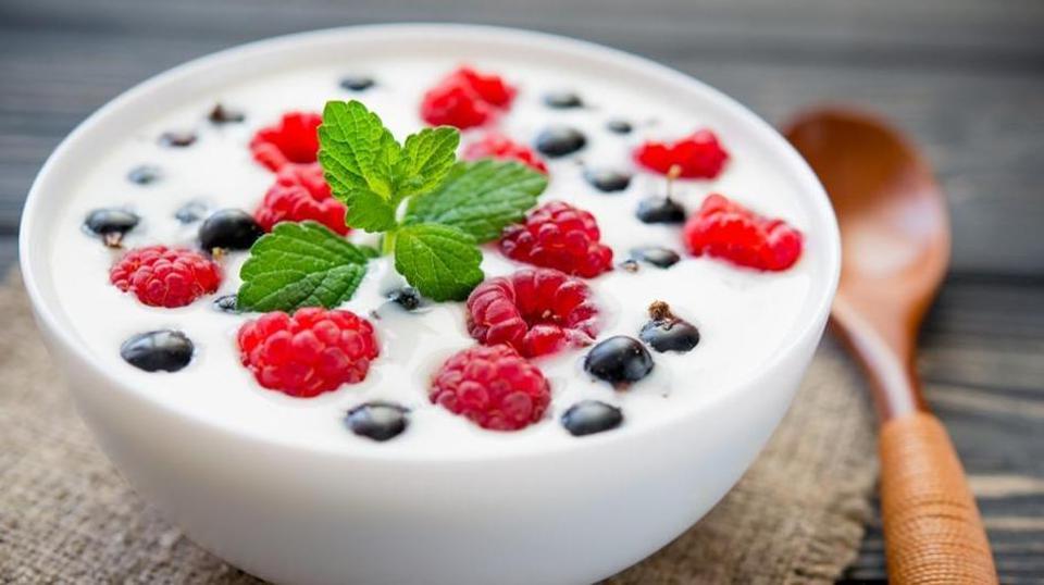 La consommation régulière de yogourt - en particulier s'il contient des probiotiques - peut renforcer votre système immunitaire et réduire les risques de maladie.