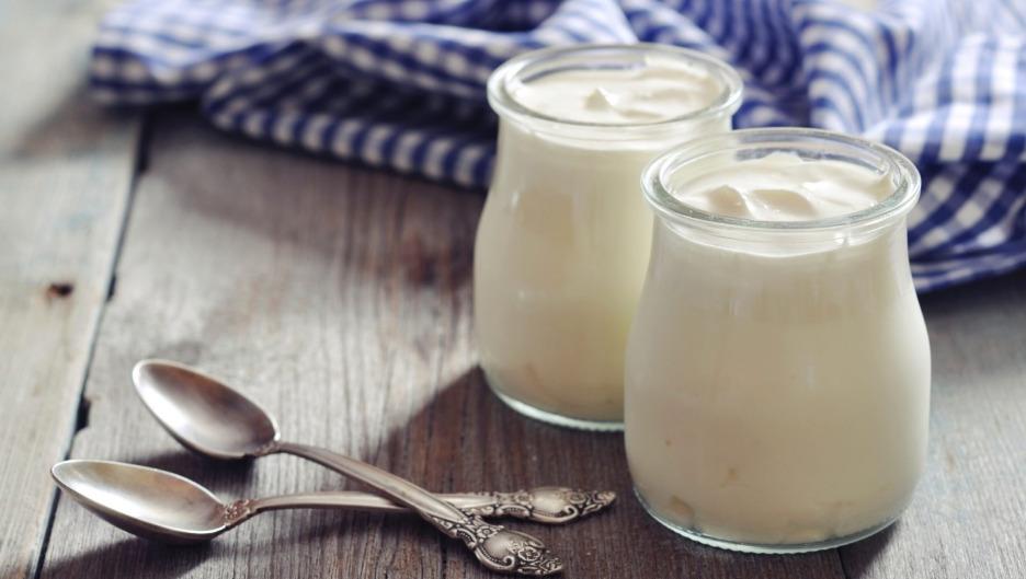 Le yaourt contient presque tous les nutriments dont votre corps a besoin - calcium, vitamines B, phosphore, magnésium et potassium. C'est est très important lorsque vous suivez un régime.