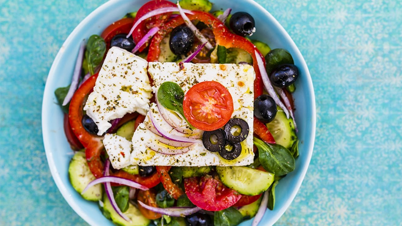 Salade grecque - vous serez séduits par la combinaison magique de saveurs et de couleurs surprenantes