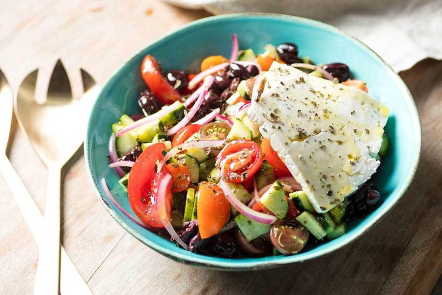 Salade grecque – une salade qui apportera la fraîcheur de Grece dans votre assiette