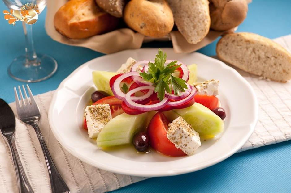 Salade grecque – une salade composée idéale pour l'été