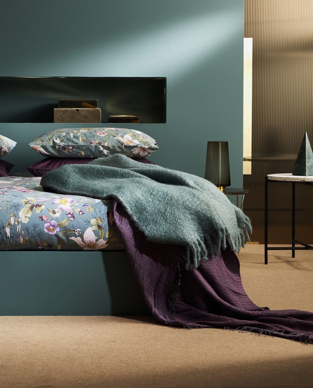 Le linge de lit est idéal pour introduire les motifs floraux dans votre chambre adulte