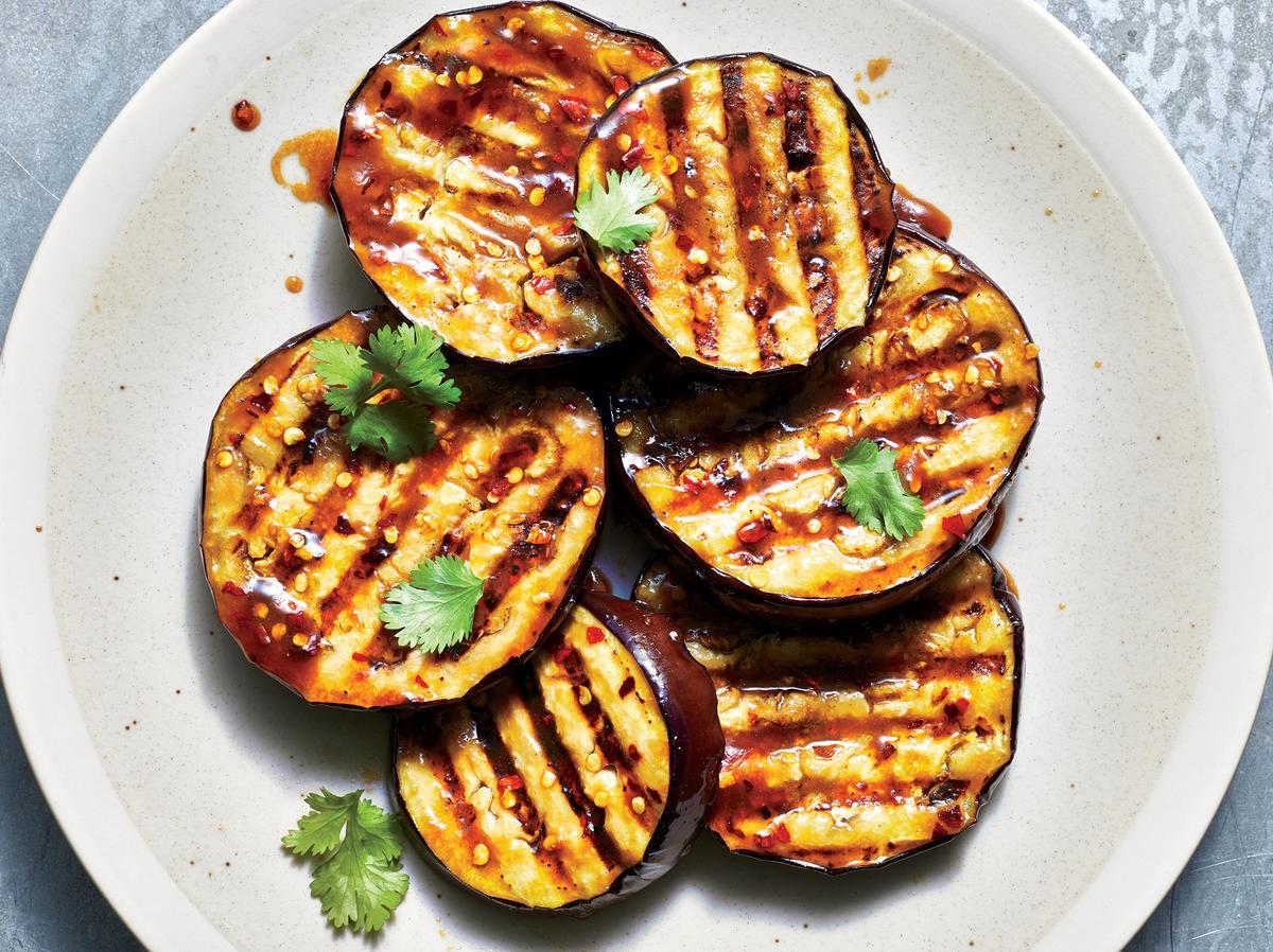 L'aubergine est un autre fruit couramment consommé comme légume. Il est très riche en fibres.