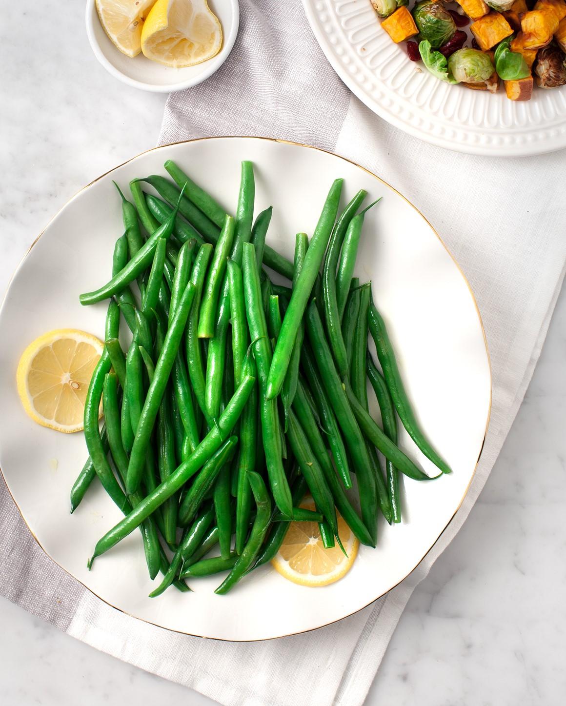 Les haricots verts contiennent beaucoup de nutriments, notamment des fibres, des protéines, de la vitamine C, de la vitamine K, du magnésium et du potassium.