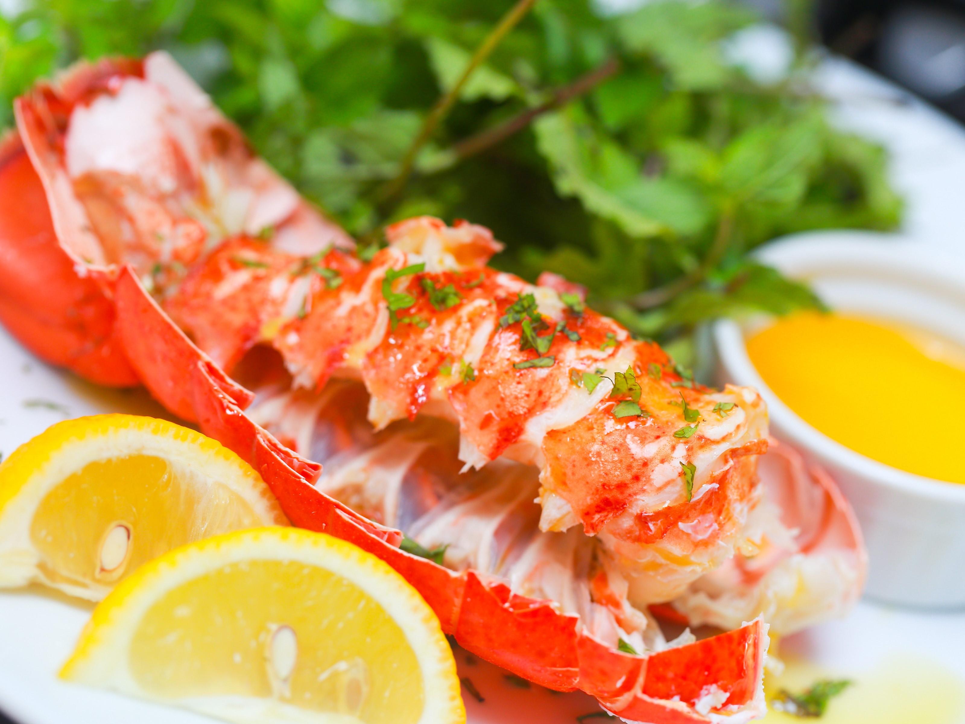 Le homard et le crabe ne contiennent pas de glucides, à condition que vous les mangiez à la vapeur ou bouillis.