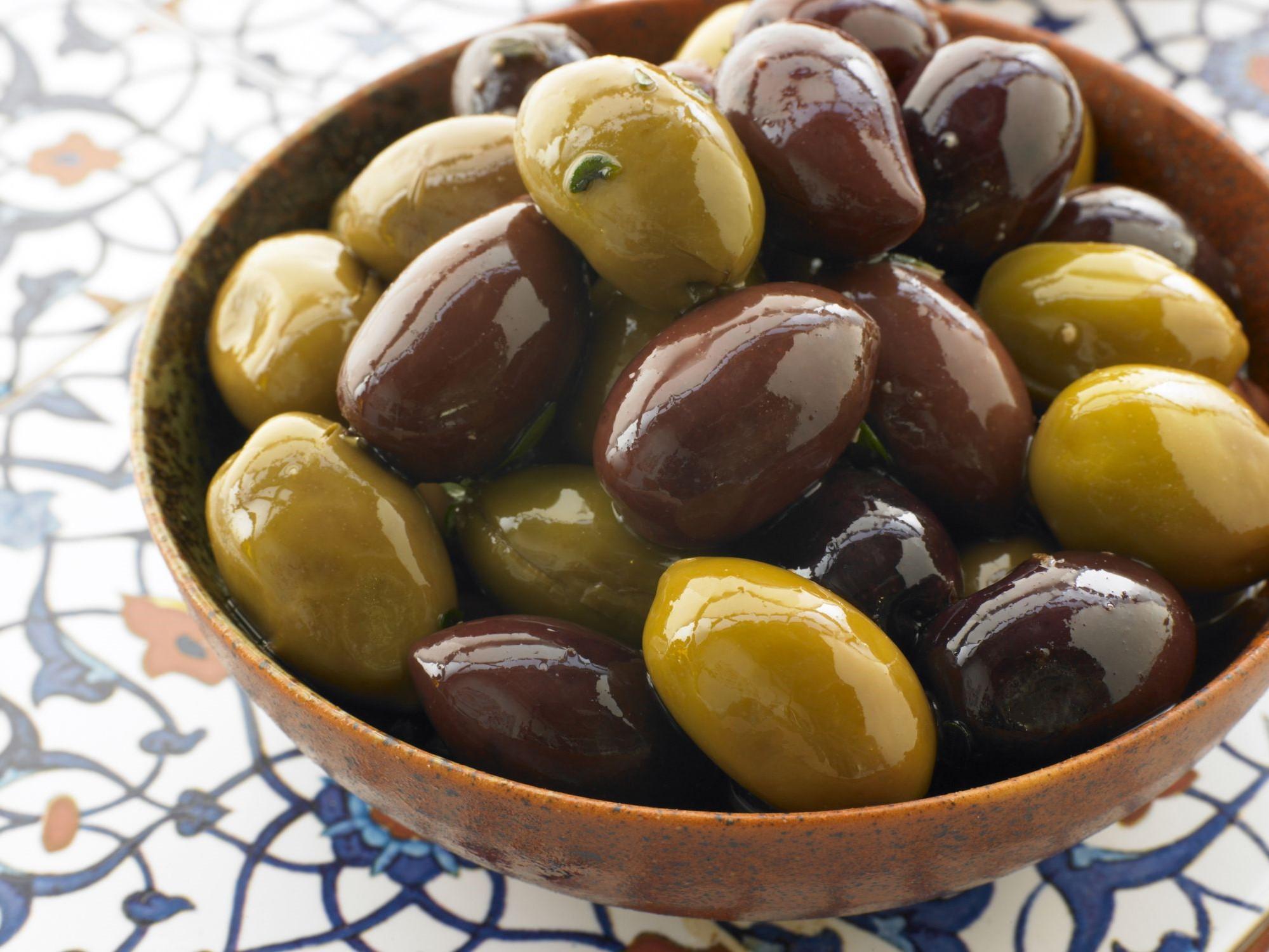 L'olive est un autre fruit délicieux riche en matières grasses. Il est très riche en fer et en cuivre et contient une grande quantité de vitamine E.