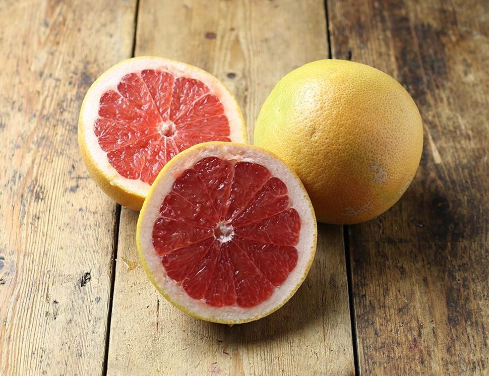 Les pamplemousses sont des agrumes très riches en vitamine C et en antioxydants du carotène.