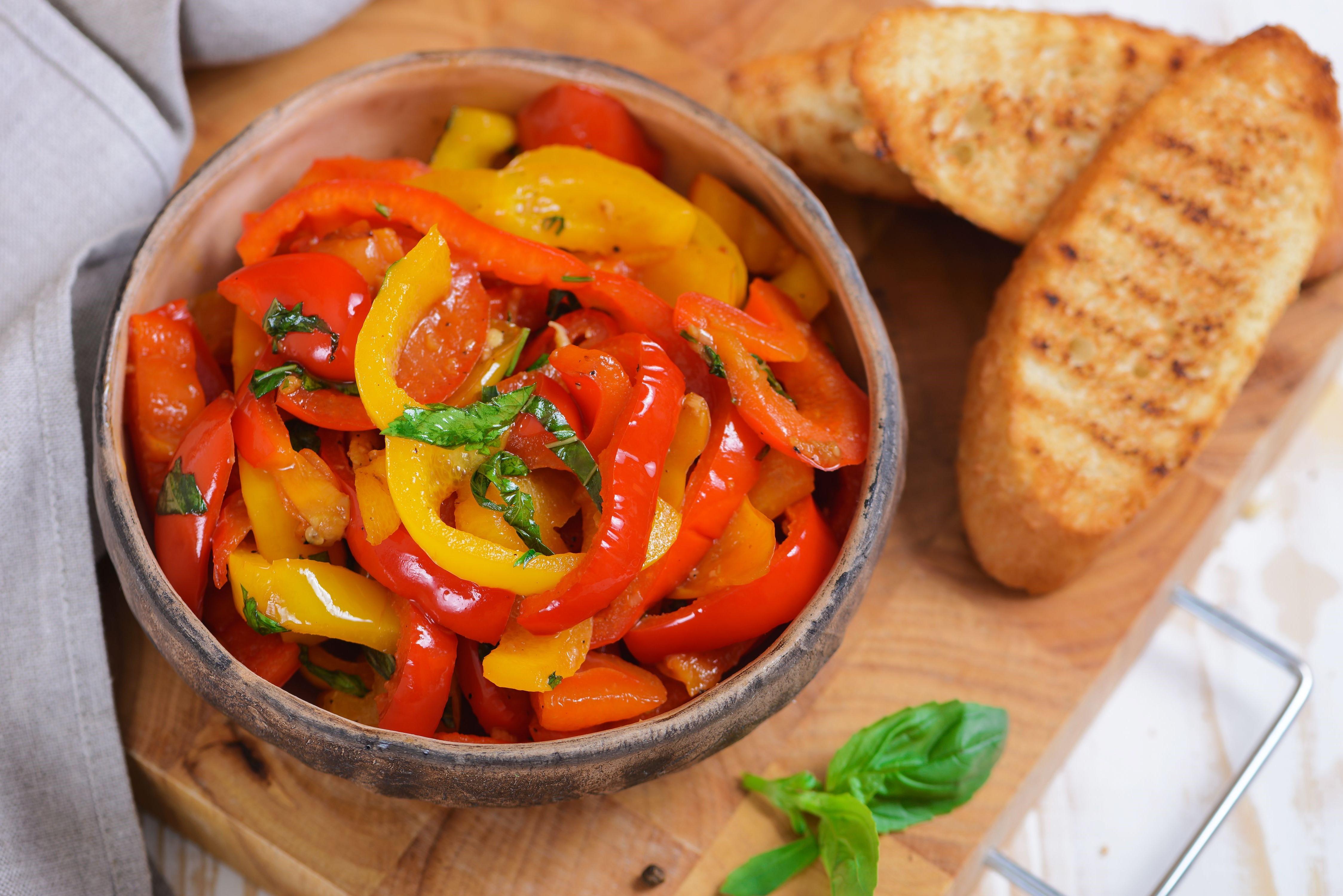 Les poivrons sont des fruits / légumes populaires avec une saveur distincte et satisfaisante. Ils sont très riches en fibres, en vitamine C et en antioxydants carotènes.