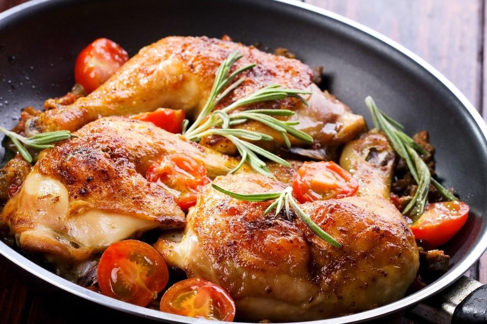 Le poulet est l'une des viandes les plus populaires au monde. Il contient de nombreux nutriments bénéfiques et une excellente source de protéines.