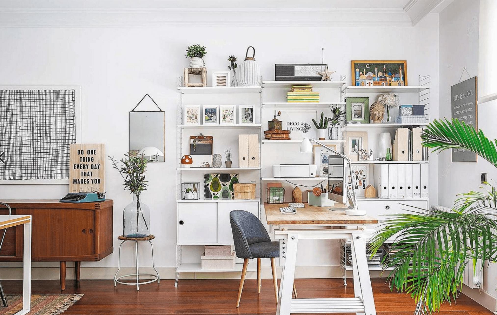 Le plus gros problème avec les bureaux à domicile est que vous vous retrouvez avec du papier partout.