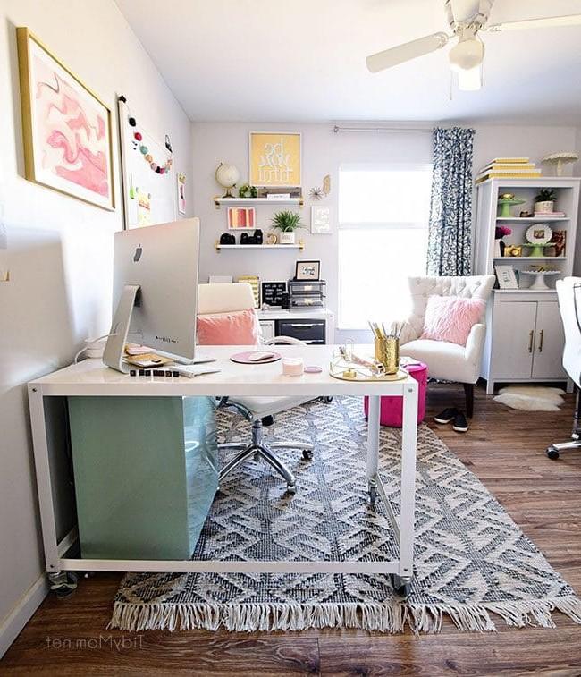 Nous espérons qu'avec ces trucs et astuces, votre bureau à domicile aura une meilleure apparence et vous serez plus productifs que jamais!