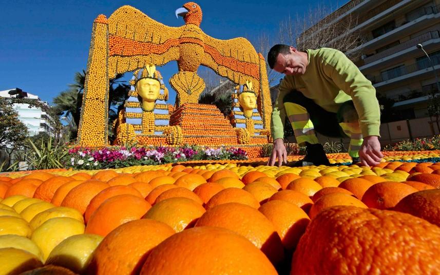 Anecdote: Créé à Menton en 1934, le Festival du citron est un événement unique au monde qui attire chaque année plus de 230 000 visiteurs.