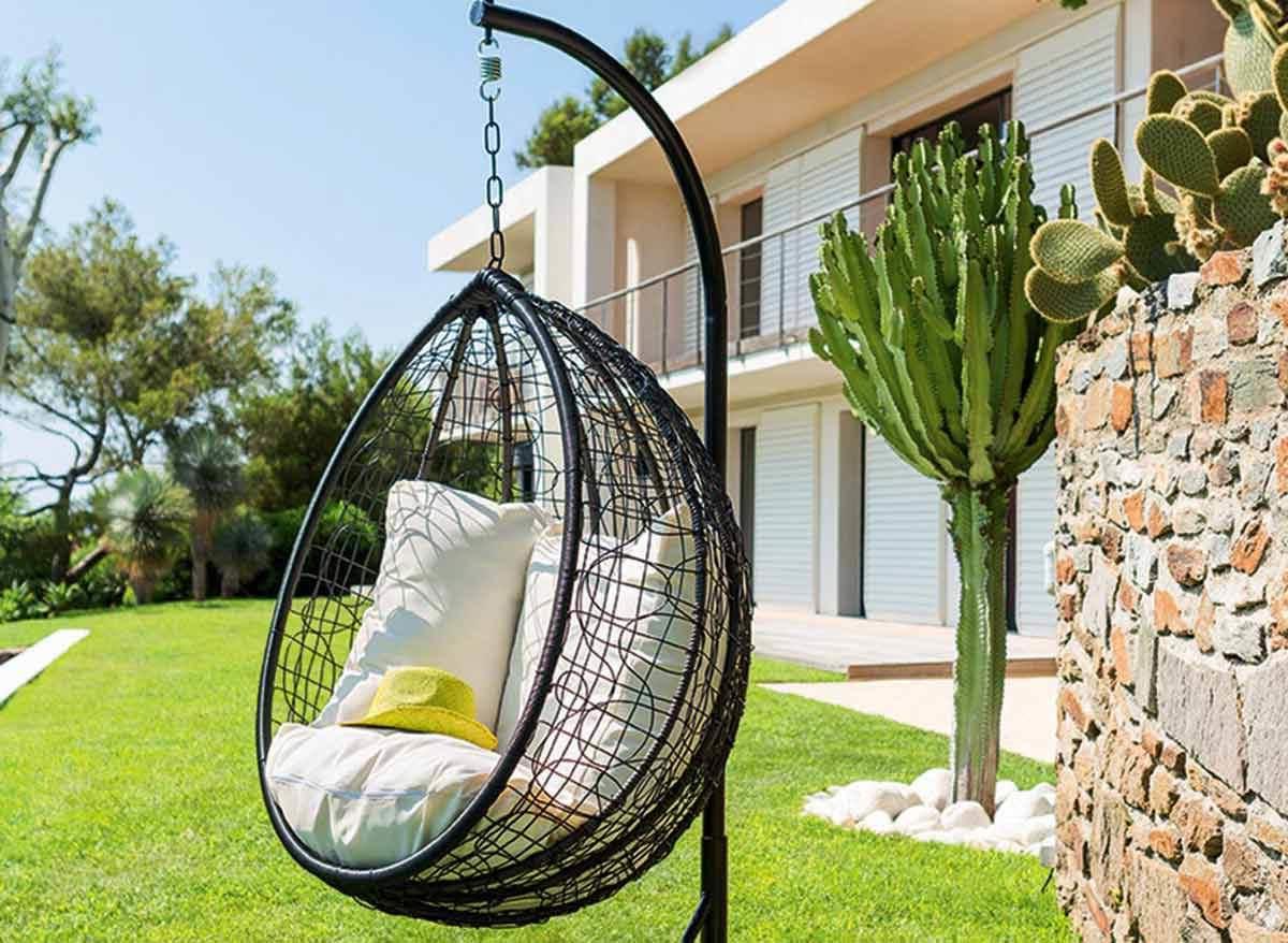 Idée de déco de jardin avec balançoire moderne