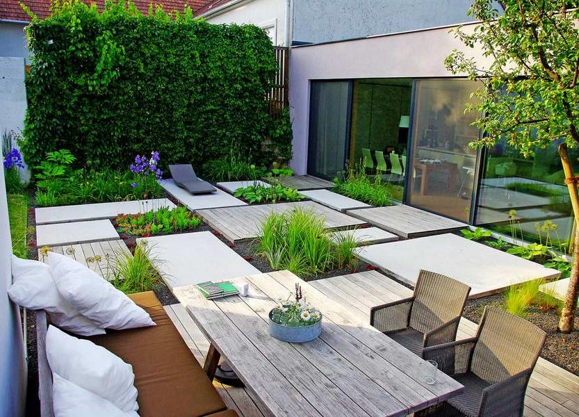 Déco dans le jardin avec plancher en bois