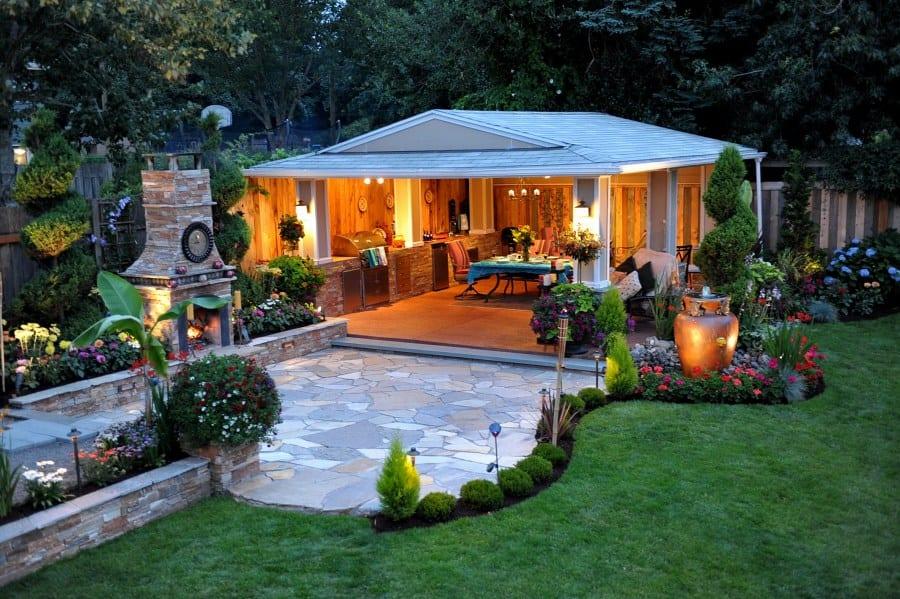 Idée de déco dans le jardin avec barbecue et tente