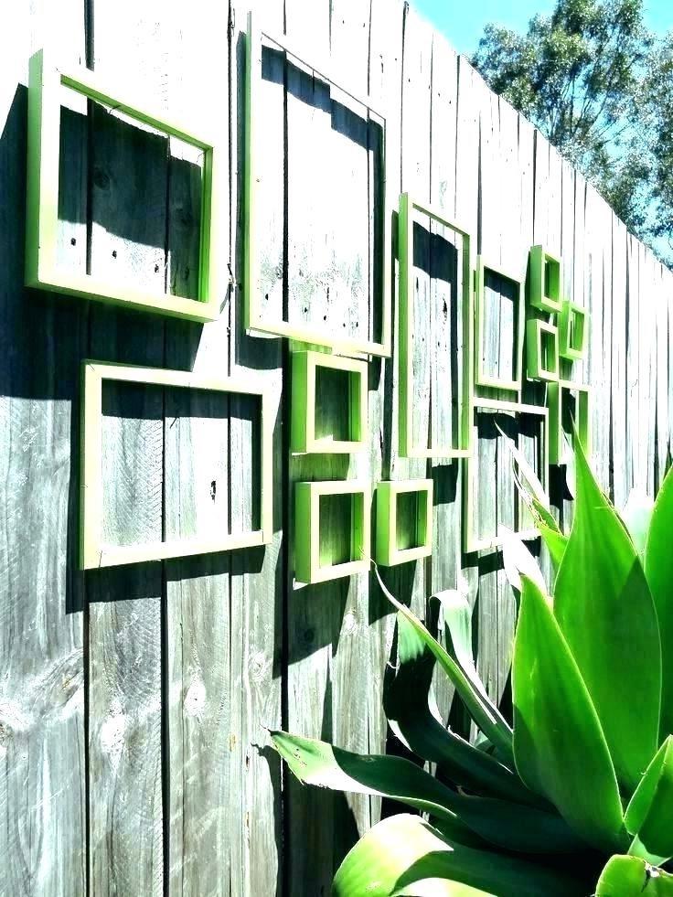Si les plantes sont trop pour vous, optez pour des cadres vides. Ils ont aussi l'air très cool.
