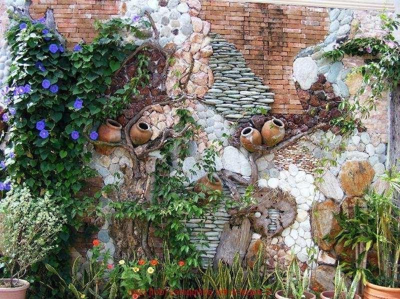 Combinez des décorations en pierre et des plantes pour créer ce look rustique parfait.