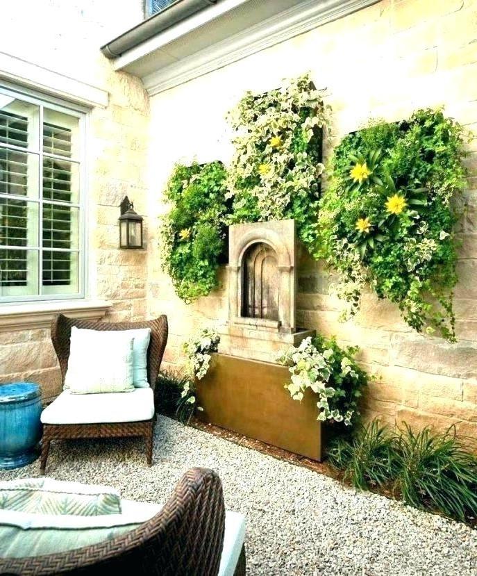 Une autre belle idée sont les plantes rampantes.