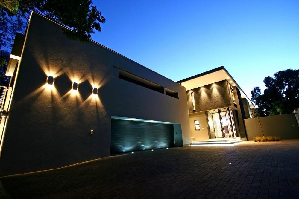 Vous pouvez également rafraîchir l'extérieur de votre maison avec un nouvel éclairage, par exemple.