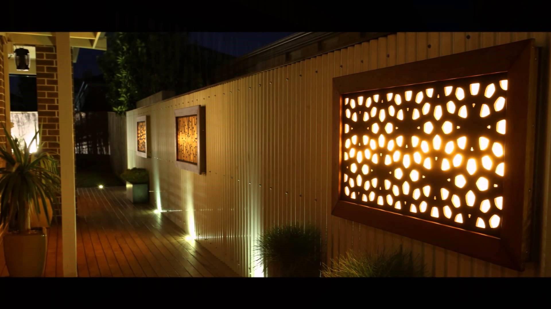 Regardez ces superbes panneaux lumineux! Ils rendront la décoration murale extérieure de votre maison extraordinaire.