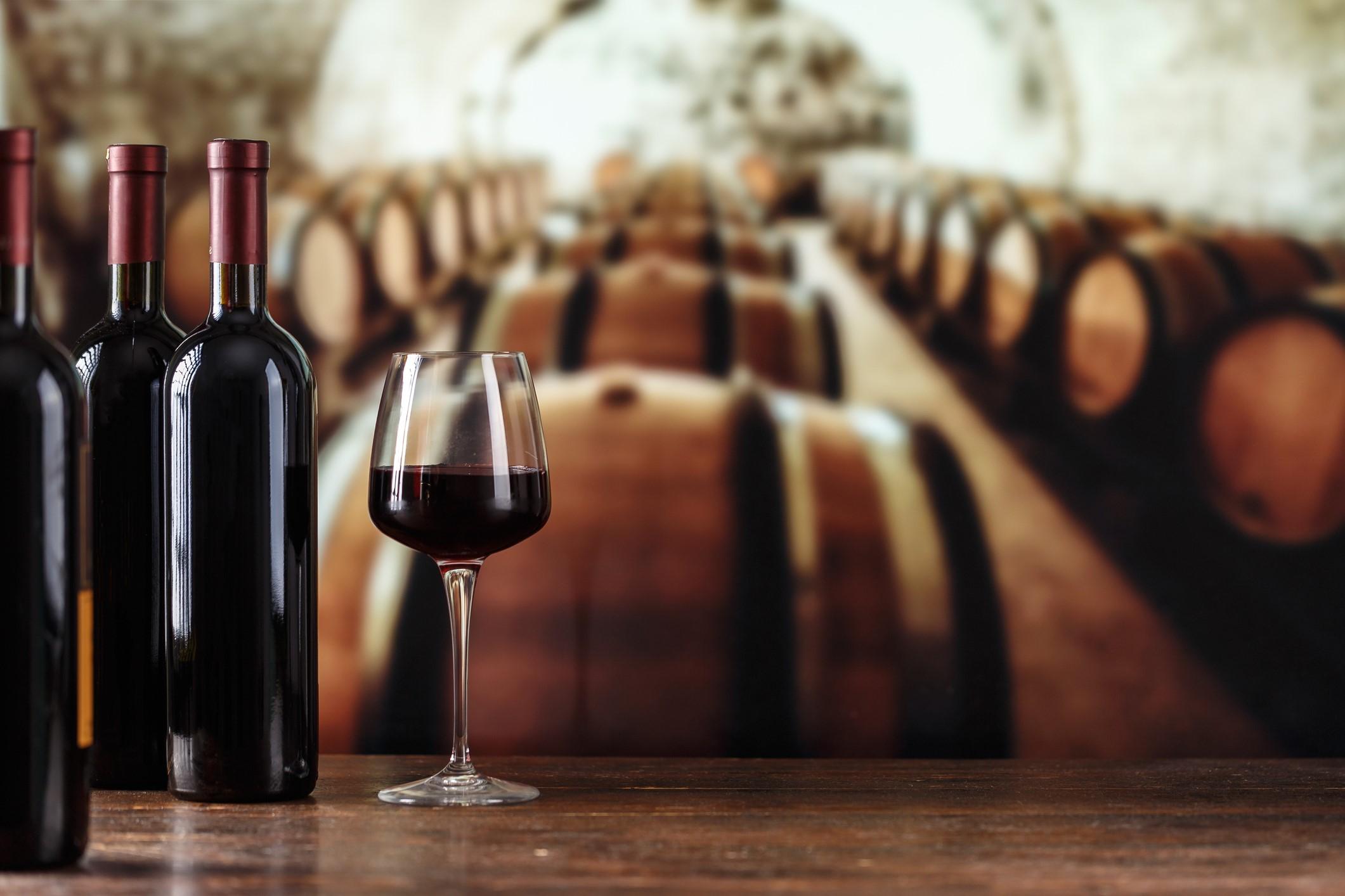 Beaucoup récolteront les raisins pour leur meilleur vin à la main et cueillir le reste à la machine, par exemple.