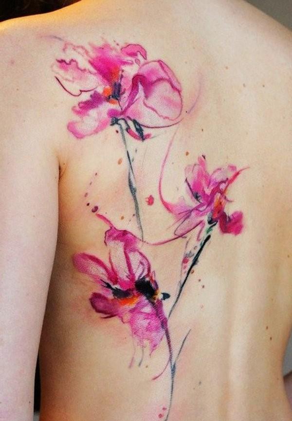 Le tatouage fleur de lys symbolise la liberté, la pureté, le progrès, la croissance sans fin et le développement.