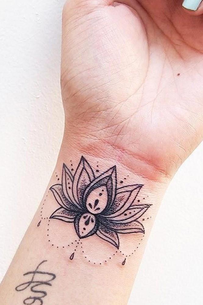Comme vous pouvez le constater, la signification des fleurs de lys et de lotus revêtent une signification historique et culturelle profonde.