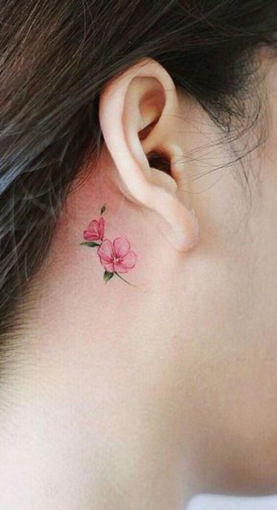 Malgré le fait que le motif de tatouage de lis soit considéré comme féminin, les hommes choisissent également cette fleur pour leur corps.