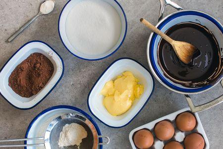Les ingrédients pour un gâteau simple et savoureux