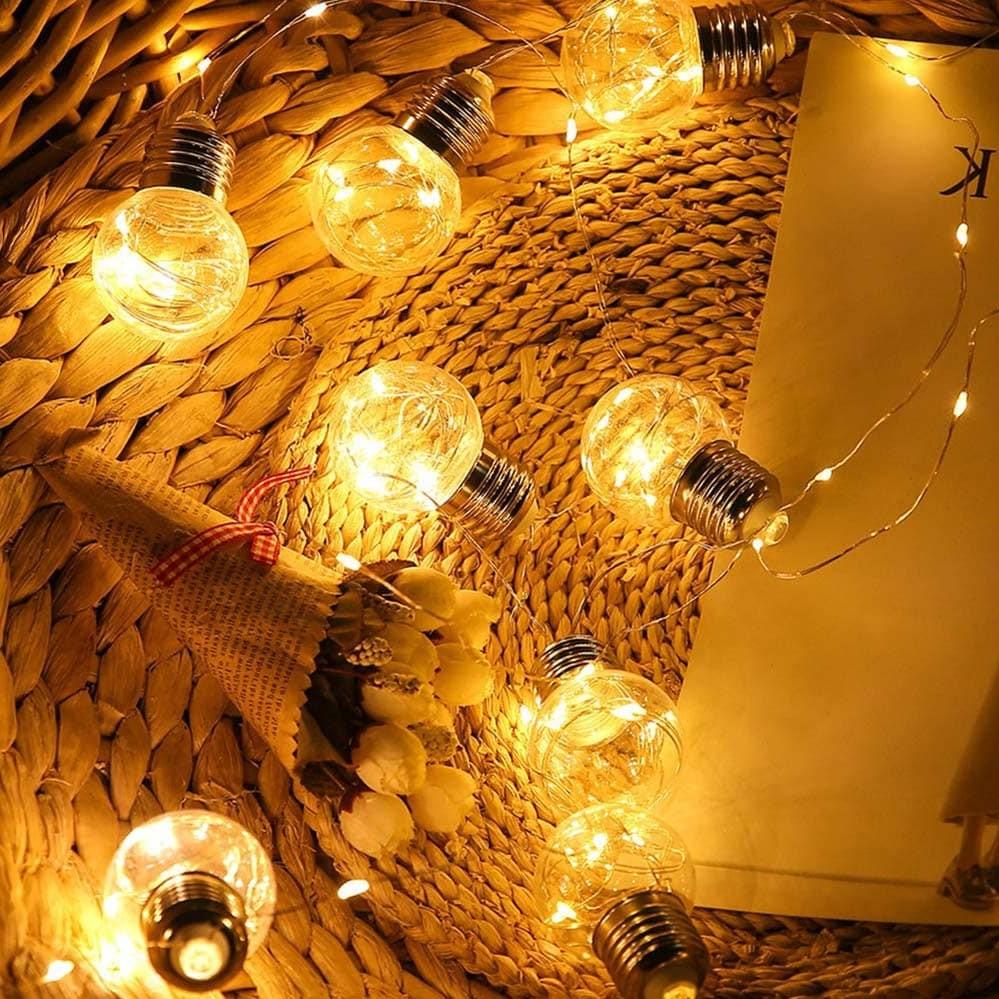Guirlandes avec ampoules - un vrai classique pour l'aménagement intérieur de votre maison.