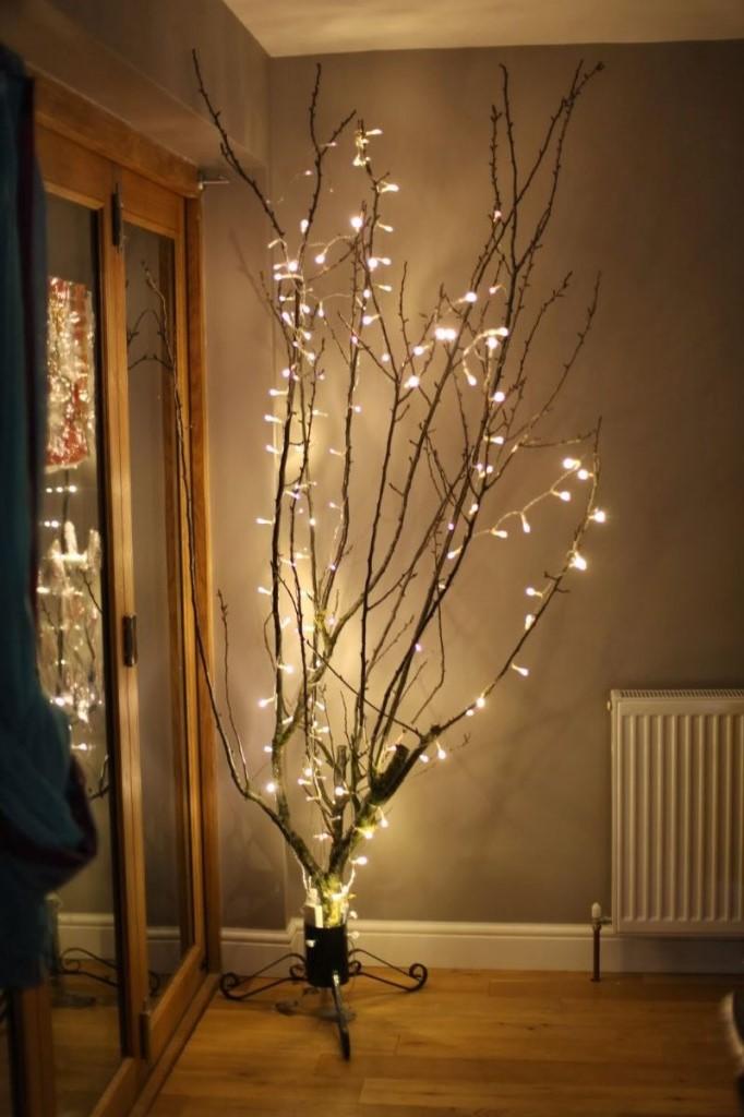 Les guirlandes lumineuses se combinent pour créer un arbre illuminé, idéal pour la chambre à coucher ou la salle de jeux.
