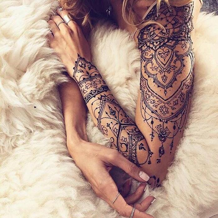 Parmi les nombreux tatouages magnifiques disponibles, le mandala est l'un des plus populaires.