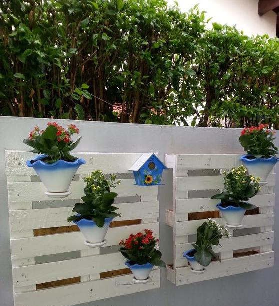 Meuble de palette - deux étagères en miroir de fleurs