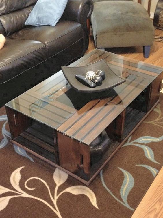 Meuble de palette - une table en verre