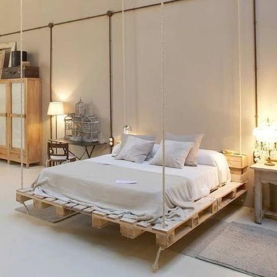 Meuble de palette - un lit de palette comme une balançoire